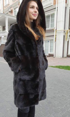 коричневая норковая шуба с капюшоном